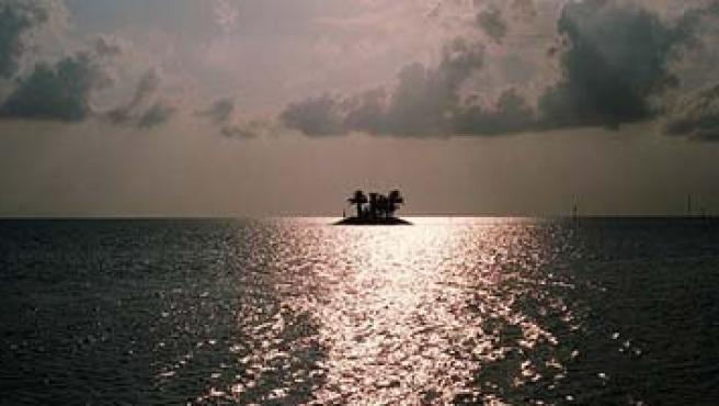 Fotografía de una isla artificial desde el ferry de Bintan Island, Indonesia (Sven Volta/Flickr)