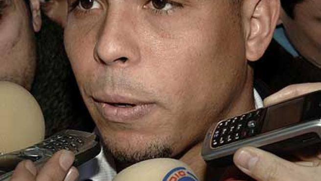Ronaldo atiende a los medios de comunicación. (Efe)