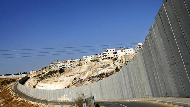El muro de Israel mantiene aislados a miles de palestinos en favor de los colonos y la 'seguridad nacional'.