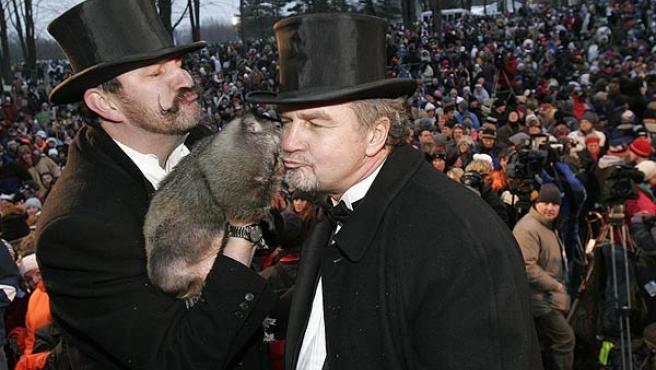La marmota de Punxsutawney, 'Phil', es el meteorólogo más famoso de Estados Unidos. (Jason Cohn / Reuters)