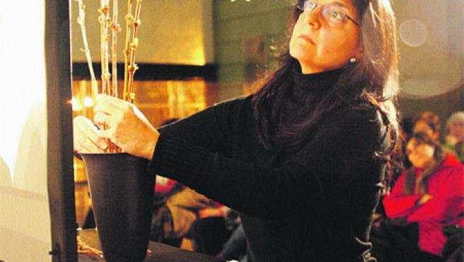 El taller Ikebana 2007 desvela los trucos y secretos del arte ornamental japonés. (Soledad Amatriain)