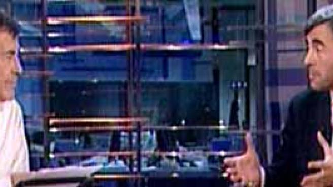 Sánchez Dragó y Ángel Acebes, durante la entrevista. (Telemadrid)