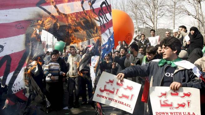 En la celebración, que congregó a miles de personas, se pudieron ver pancartas contra Israel y EEUU.