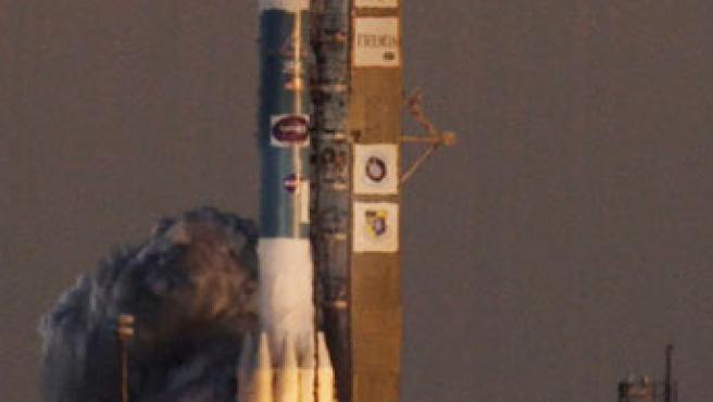 El THEMIS consiste en cinco sondas idénticas que rastrearán las erupciones violentas. Esta es la primera vez que la NASA pone en órbita cinco satélites a bordo de un solo cohete.