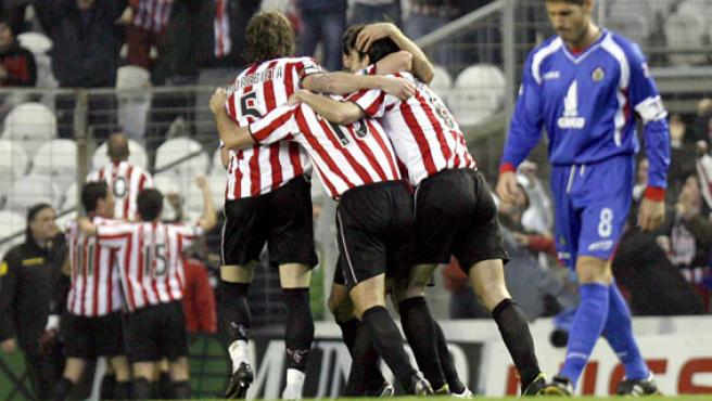 Los jugadores del Athletic celebran el 2-0 materializado por Aduriz ante el Getafe (Chema Moya/EFE)