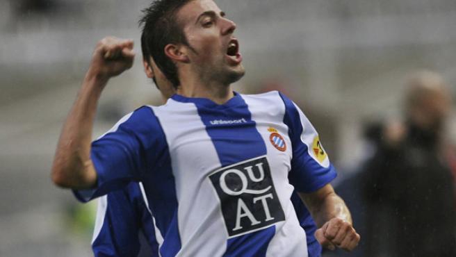 Luis García celebra uno de sus tantos durante el Espanyol-Mallorca (Toni Garriga/EFE)