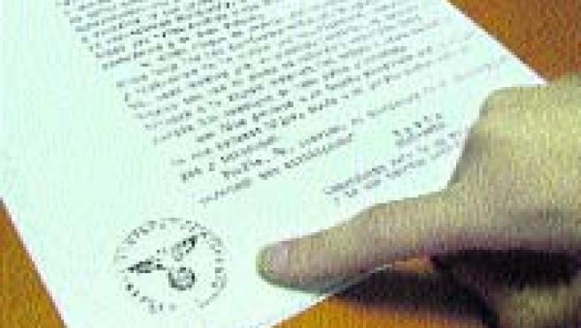 La carta de agradecimiento del oficial Von Carls, con el águila nazi.