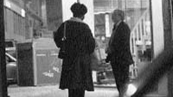 Una mujer se ofrece a un cliente junto a la Alameda de Colón (L. O.).