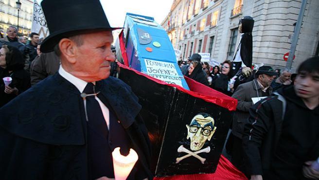 Los antiparquímetros salieron ayer a la calle en su peculiar carnaval (SERGIO GONZÁLEZ)