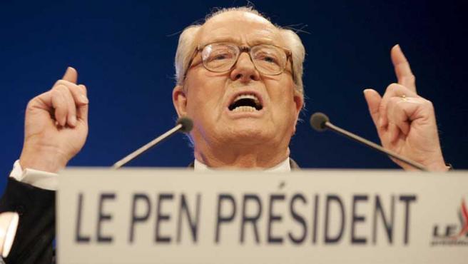 Jean Marie le Pen, líder de los ultraderechistas franceses, hace de la seguridad y la expulsión de los inmigrantes la base de su programa.