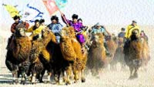 Participantes en el Festival de Camellos. (Adrian Bradshaw /Efe).