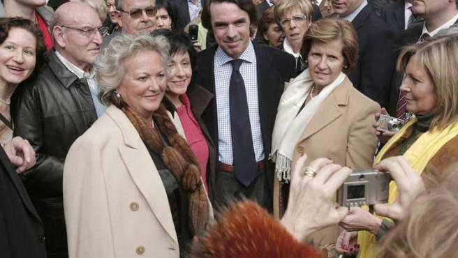 Aznar, con sus seguidores en Asturias. J.L.Cereijido / EFE