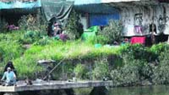 La ribera del río y las explanadas de la Expo, lugares preferidos para acampar (A. G.).