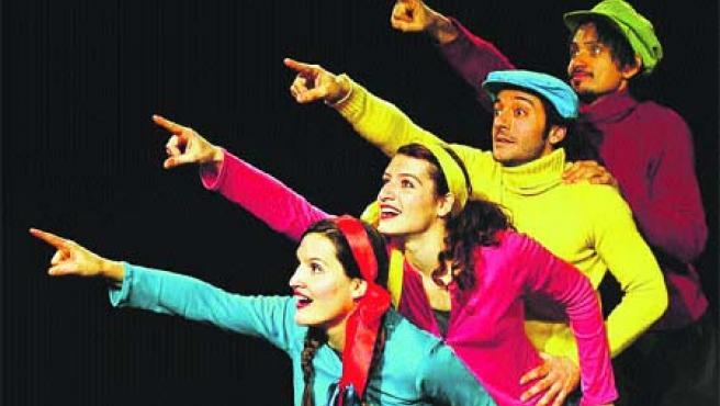 Los actores de Factoría Teatro desarrollan diversos números coreográficos a lo largo de la representacióN.