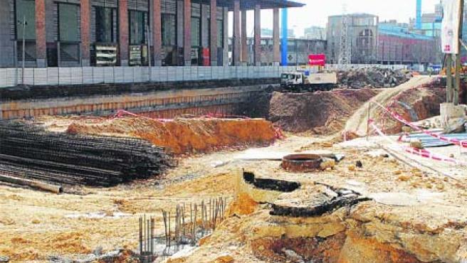 Las obras de la plaza Eduardo Ibarra van a buen ritmo y los aparcamientos estarán listos en octubre. (R. Ruiz)