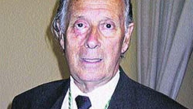 Nació en Zaragoza en 1928.