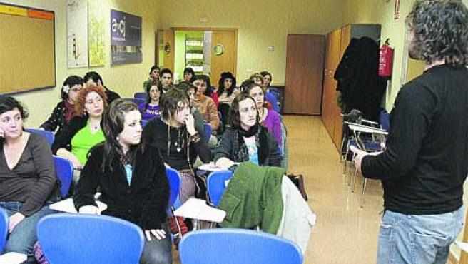 Alumnos de un taller de teatro inauguraron ayer las instalaciones(R. S.).