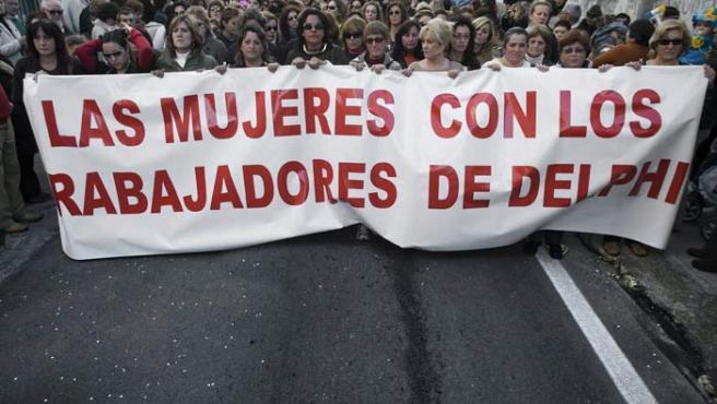 Vista del comienzo de la manifestación que el sábado llevaron a cabo las mujeres de los trabajadores de la factoría Delphi.