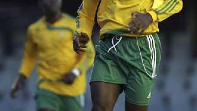 Etienne Eto'o, el motivo por el que Samuel quiso entrar al Miniestadi. Su hermano jugaba en la Meridian Cup. (Efe)