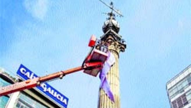 El Obelisco luce desde ayer un lazo en conmemoración del Día Internacional de la Mujer.
