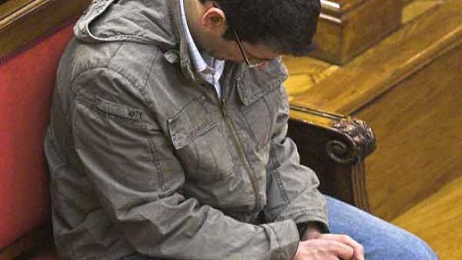 El acusado de matar a su madre en el Guinardó durante el juicio que se celebra en Barcelona. (Guido Manuilo/Efe)