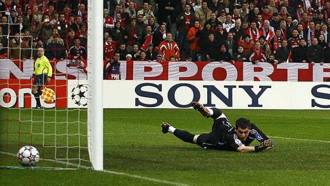 Casillas, en un partido contra el Bayern de Múnich la temporada pasada. (Reuters)