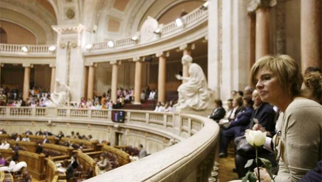 Imagen de la sala del Parlamento portugués, poco antes de que se votara a favor de la despenalización del aborto (Foto: Reuters)