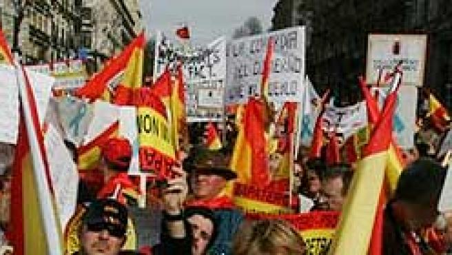 Imagen de la manifestación del pasado sábado contra la decisión del Gobierno de atenuar la condena al preso etarra Iñaki de Juana Chaos.