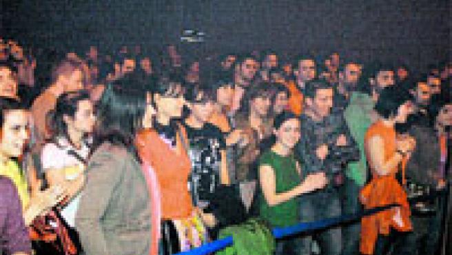 En el concierto de ayer se juntaron más de 400 personas porque las butacas se retiraron. (M. Vila)