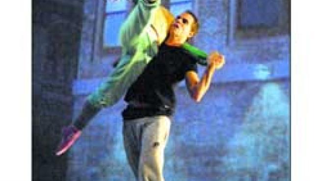 En Zapatillas rojas el ballet se une al teatro musical.