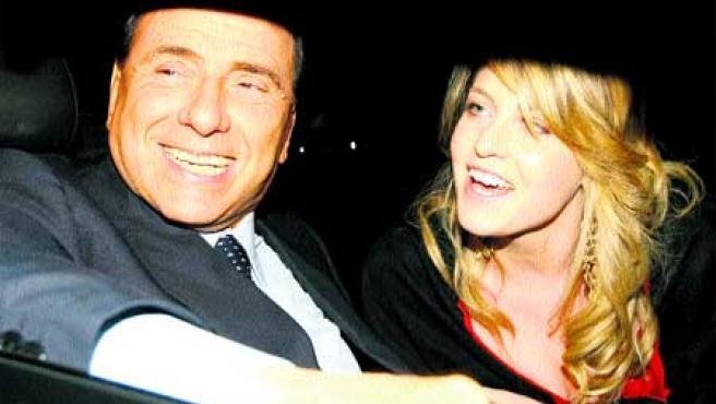 Silvio Berlusconi también ha pagado para esconder fotos de su hija Barbara, con él en la imagen.