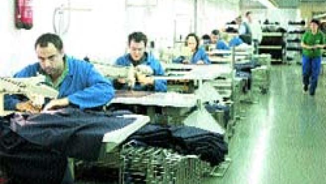 Ofrecen empleo a personas que sufren distintos niveles de discapacidad . L. T. /EFE
