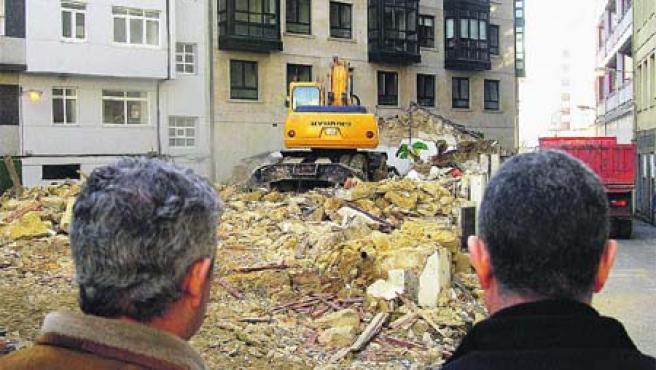 El Ayuntamiento continúa así con la demolición de más de 30 galpones y edificios. M. Fuentes