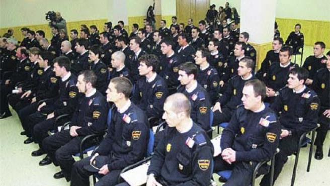 La plantilla de A Coruña, formada por 660 agentes, fueron ayer recibidos en el cuartel de Lonzas. (MONCHO FUENTES)