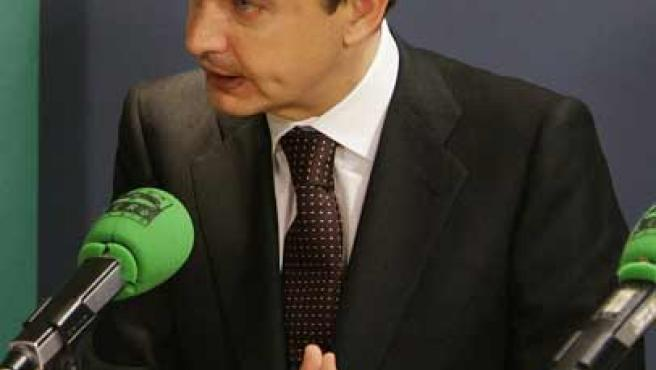 Zapatero, en el programa de Carlos Herrera de Onda Cero. (EFE / J.J.GUILLEN)