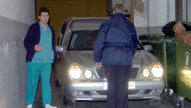 Los restos de Inmaculada, en el momento de abandonar el hospital donde fue desconectada del respirador que la mantenía con vida.