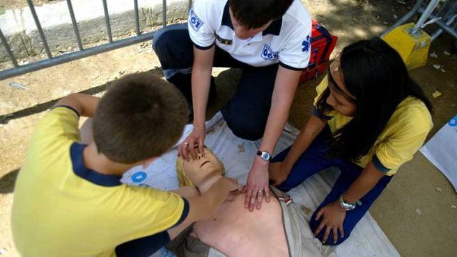 Un grupo de escolares practica, en plena instrucción. Ahora, los protocolos tendrán que cambiar.