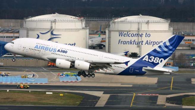 Un A380 con 500 pasajeros, en el momento de su despegue desde Francfurt.