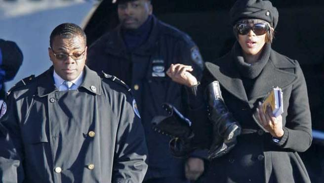 Naomi Campbell acude a prestar sus servicios a la comunidad, por una condena que le impuso un tribunal por golpear a una empleada.
