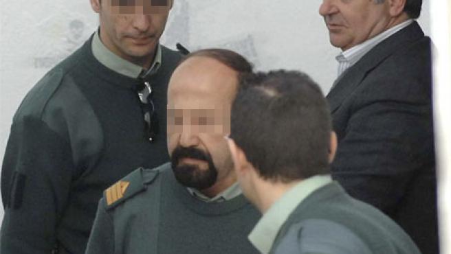 Juan Antonio Roca sale escoltado del juzgado de Marbella (Foto: Efe)