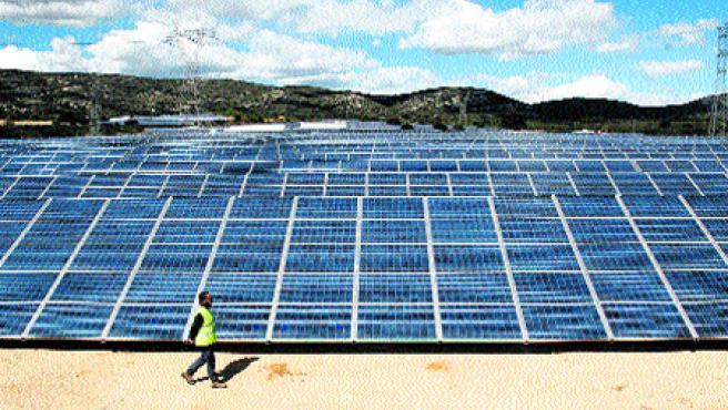 La planta fotovoltaica de Beneixama, inaugurada ayer, es «la más grande del mundo». (EFE/Morell)