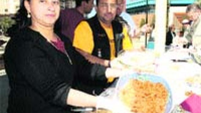 Cocina marroquí, ecuatoriana y de otros países del mundo se pudo ayer degustar gratuitamente en la Plaza del Zoco (José Rojas).