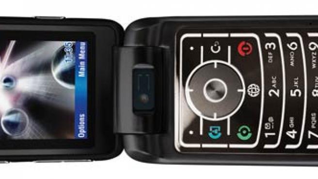 El Motorola Moto Razr V6 Maxx tiene reproductor MP3 y cámara de fotos y vídeo de 2 megapíxels.