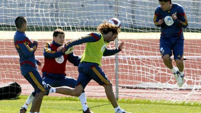 Casillas, durante un entrenamiento de la selección española.