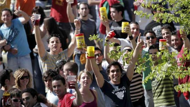 Los botelloneros saludan desde la bancada de la Expo (Foto: Kako Rangel)