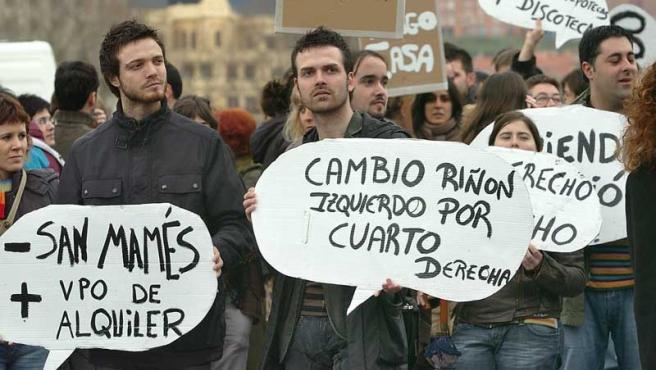 Miles de personas en toda España han salido a la calle para reclamar un derecho constitucional, o al menos a protestar con humor.