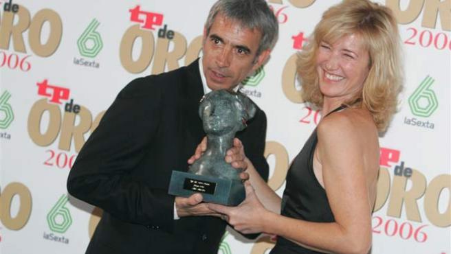 Imanol Arias y Ana Duato, tras la gala de los TP de Oro. (Jorge París)
