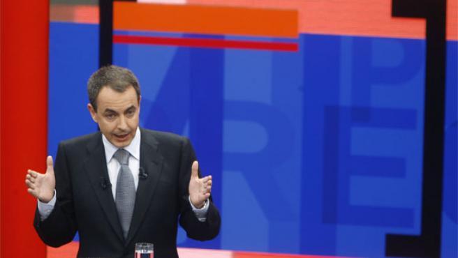 Zapatero contesta a las preguntas de los ciudadanos en el programa de TVE 'Tengo una pregunta para usted'
