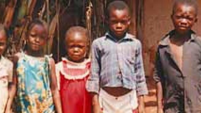 Miles de congoleños son desplazados de sus zonas de origen para trabajar en las minas de coltán. (Mundo negro)