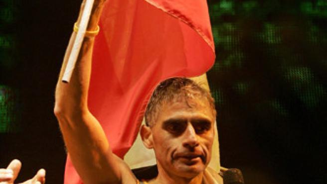 Erwin Valdebenito celebra con orgullo su record (Victor Ruiz Caballero / REUTERS)